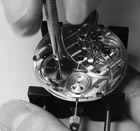 Get your broken watches repaired at Golden Touch Jewelry, Florida